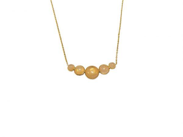 Collier doré à l'or fin et orné de cabochons quartz rose.