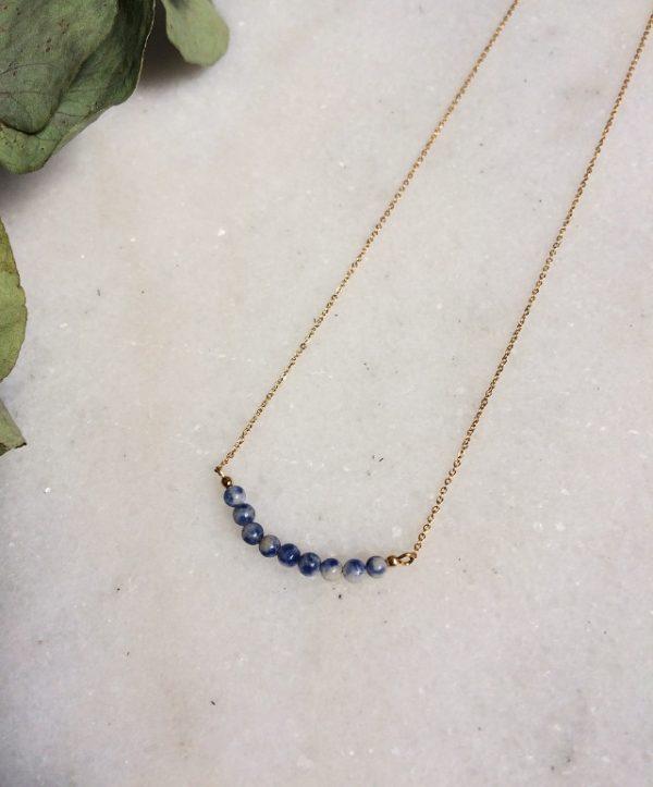 collier Aurora doré à l'or fin et ses perles en sodalite