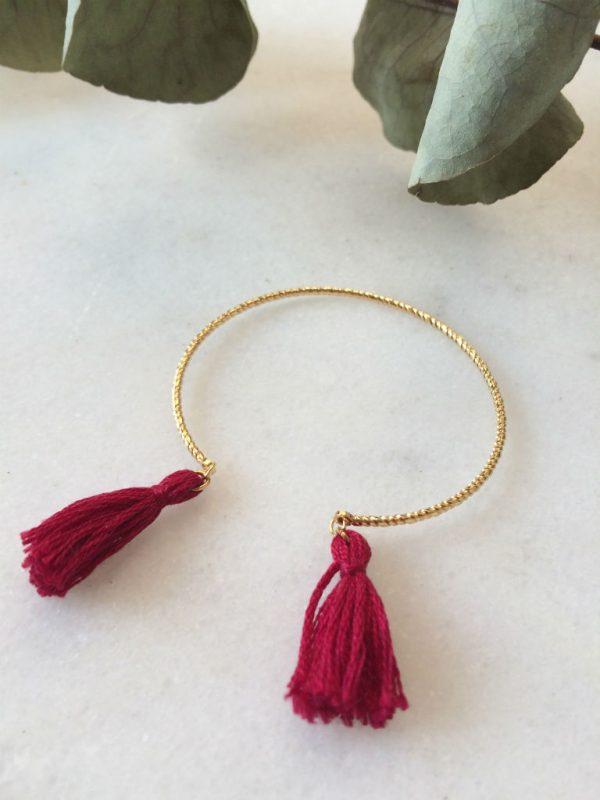 bracelet jonc doré et pompon bordeaux