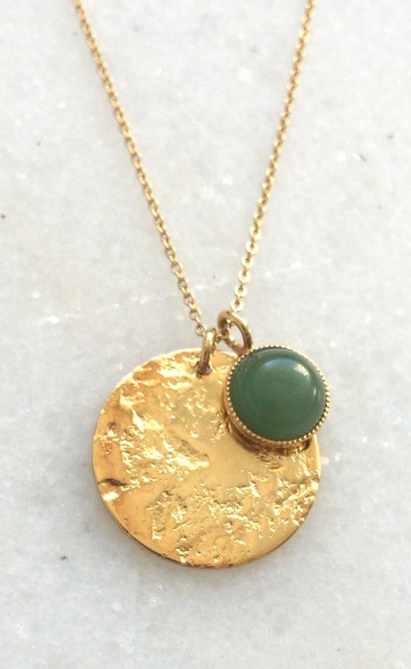 detail collier fantaisie doré et pierre amazonite verte