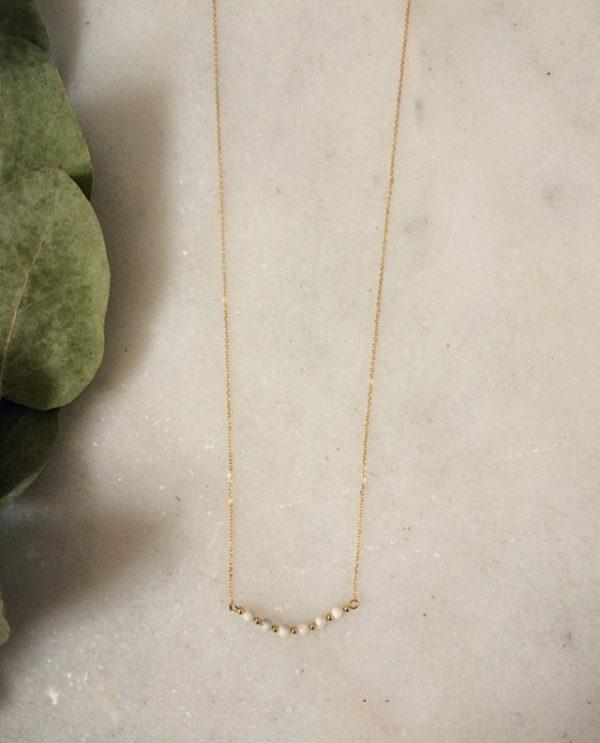 Collier doré à l'or fin avec des perles en howlite blanche
